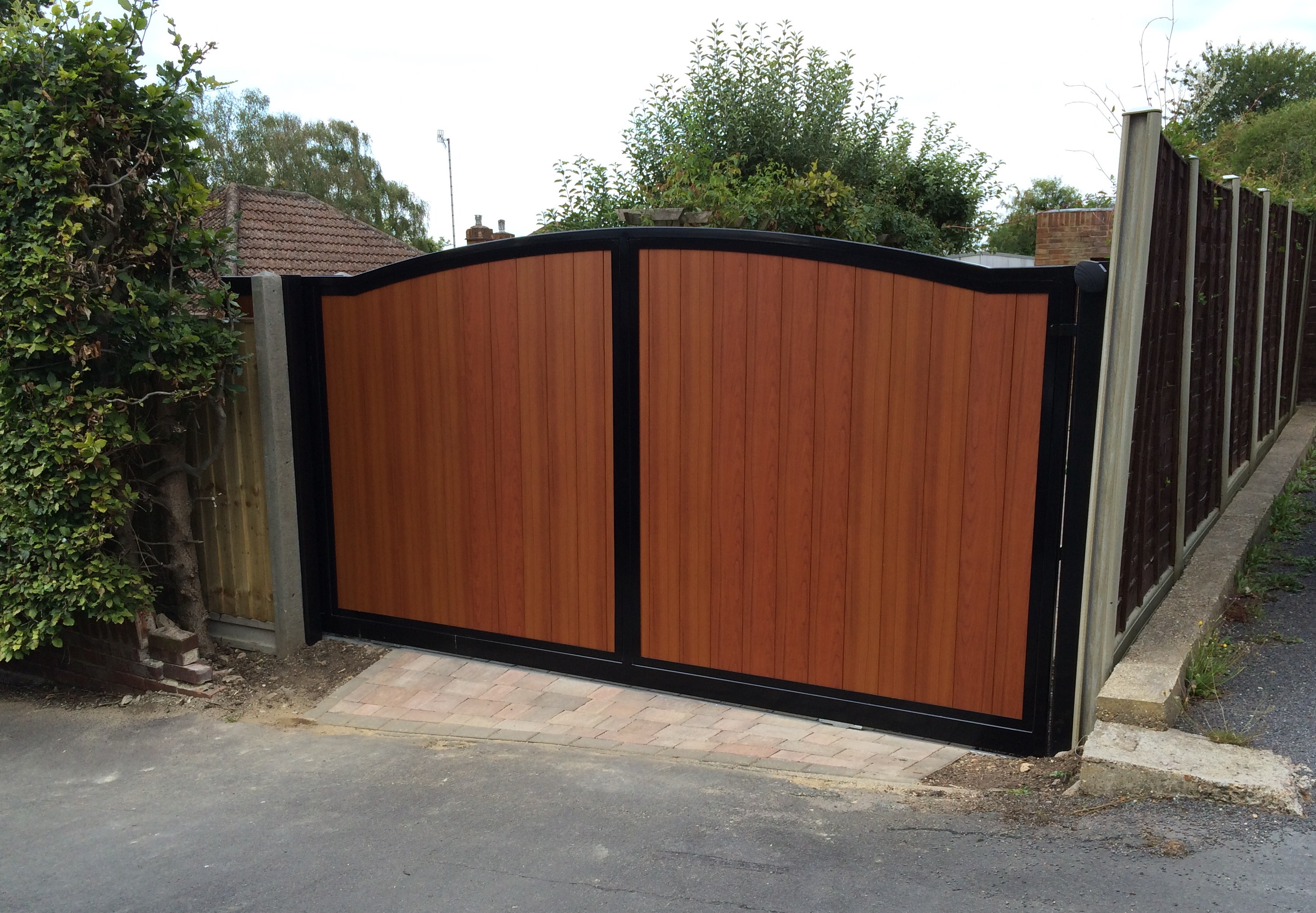 London gates grilles london gates grilles ltd for Wooden sliding driveway gates