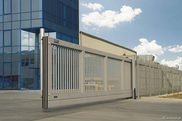 London Gates Amp Grilles Industrial Sliding Gates Archives